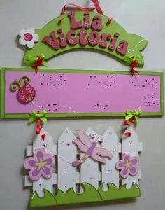 Letrero puerta hospital tipo jardín Hospital door hanger. #Panamá Mobiles, Baby Shower, Monogram Canvas, Kids Education, Little Princess, Arts And Crafts, Wall Decor, Scrapbook, Lettering