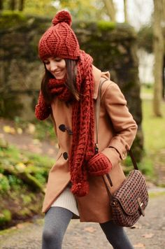 Matching hat, gloves and scarf with tweed bag Fall Winter Outfits, Winter Wear, Winter Fashion, Winter Style, Autumn Style, Pretty Outfits, Beautiful Outfits, Cute Outfits, Grey Tights