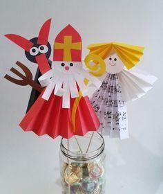 Výsledek obrázku pro čerti z papíru 3d Christmas, Christmas Crafts For Kids, Xmas Crafts, Christmas Projects, Halloween Crafts, Diy And Crafts, Christmas Cards, Christmas Decorations, Paper Crafts