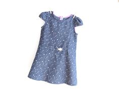 ☆☆ The STARRY Girl Dress is for Starry Eyed Girls!! For Girls 3 up to 10 years old ☆☆ It's sporty and fun with girly touches: optional capped sleeves