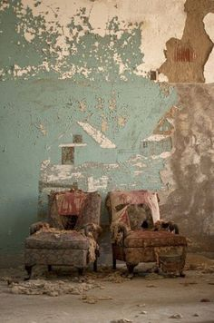 Abandoned Mansions, Abandoned Buildings, Abandoned Places, Friends With Benefits, Wabi Sabi, Old Houses, Old Things, Texture, Architecture