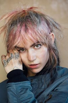 Choosing one picture of Grimes was difficult. While still looking true to herself every look she wears is also unique. I went with this one because I think it embodies her personal beauty style pretty well. Minimal complexion, bold dark brows, pastel hair, and unexpected detail.