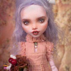 #monsterhigh #ooak #doll #dollrepaint #mu #monsterhighdolls #dollphotography Monster High Repaint, Monster High Dolls, Ooak Dolls, Art Dolls, Doll Repaint, Pink, Inspiration, Painting, Beautiful