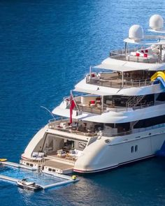 Luxury Yacht Interior, Luxury Cars, Boat Safety, Cool Boats, Water Slides, Boat Building, Luxury Living, Luxury Real Estate, Luxury Travel
