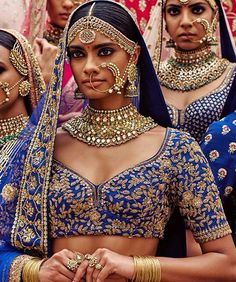 India has the highest consumerism of gold. Gypsies originated in India. Beautiful People, Beautiful Women, Beautiful Outfits, Simply Beautiful, Beautiful Pictures, Indian Accessories, Beauty Around The World, Leighton Meester, Sabyasachi