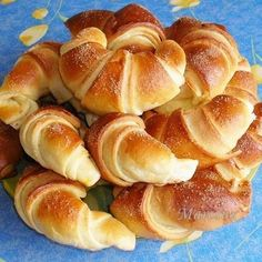 Sajtos pincekifli Receptek a Mindmegette. Sweet Pastries, Bread And Pastries, Fun Easy Recipes, Other Recipes, No Bake Desserts, Dessert Recipes, Bread Recipes, Cooking Recipes, Savory Pastry