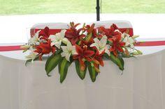 Flores de mesa de los novios en rojo y blanco www.pavorealdelrincon.com.mx