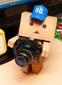Danbo so cute Danbo, Miss Piggy, Box Robot, Amazon Box, Hd Phone Wallpapers, Black And White Face, Funny Picture Jokes, Cute Photography, Cute Box