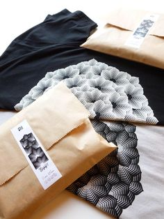Simple packaging for our Flower T-shirts. www.etsy.com/it/shop/EraOraStudioStore