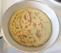 Pita Greceasca Coapta pe Tigaie poza 8 Tzatziki, Hummus, Pizza, Ethnic Recipes, Food, Home, Essen, Meals, Yemek