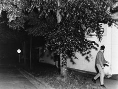 Jeff Wall and Lucas Blalock: A Conversation on Pictures - Aperture Foundation NY - Aperture Foundation NY Jeff Wall Photography, Photography Themes, Fine Art Photography, Street Photography, Conceptual Photography, Night Photography, Lucas Blalock, Tableaux Vivants, Magazin Design