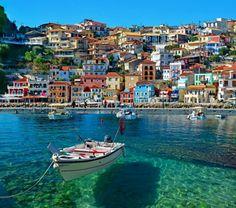 Parga, Greece. Photo by Kostas.  - 13 prachtige foto's van perfect helder water - Manify.nl