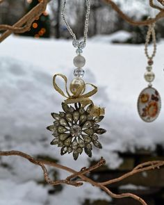 Turn old jewelry into Christmas tree ornaments >> http://www.diynetwork.com/how-to/make-and-decorate/crafts/2015-pictures/rustic-christmas-decorations-made-inexpensively-from-upcycled-it?soc=pinterest