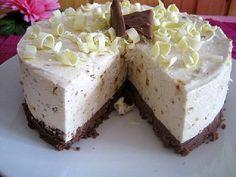 Valkosuklaa Daim kakku Sweet Desserts, Vegan Desserts, Sweet Recipes, Delicious Desserts, Cake Recipes, Yummy Food, Funny Cake, Savoury Baking, Piece Of Cakes