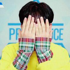 Kim Yohan Surprise GIF - KimYohan Surprise Peekaboo - Discover & Share GIFs