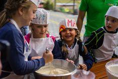 Wenn der Seniorchef Eier, Mehl und Milch bereitstellt, sind die Kinder schon aufgeregt, denn nun wird gemeinsam Kaiserschmarrn zubereitet – was für ein Spaß! Das Hotel, Brass Band Music, Petting Zoo, Kaiserschmarrn, Milk, Eggs