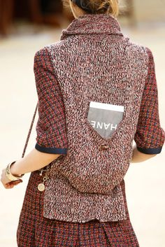 Chanel Fall 2015 Ready-to-Wear Fashion Show Details: See detail photos for Chanel Fall 2015 Ready-to-Wear collection. Look 46 Style Couture, Couture Fashion, Runway Fashion, Paris Fashion, Knit Fashion, Fashion Week, Fashion Show, Fashion Movies, Chanel Men