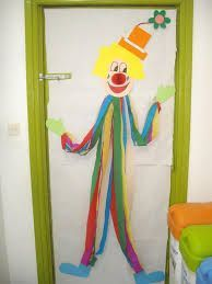 Nice decoration for carnival or party Clown Crafts, Circus Crafts, Carnival Crafts, Circus Theme, Circus Party, Art For Kids, Crafts For Kids, School Doors, Class Decoration