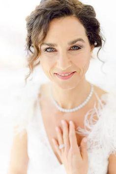 Bräute 2022 aufgepasst! Hier findest Du dein perfektes Brautkleid! Ob für die Sommerbraut oder Winterbraut, ob schlicht oder edel, ob im Vintage oder Prinzessinnen Stil, ob für das Standesamt oder die Kirche, ob kurz oder lang. Lass Dich von diesen zeitlos eleganten Looks verzaubern! Klicke hier um noch mehr über Deine Traumhhochzeit zu erfahren! Foto: Heike Moellers Photography #Brautkleid #WhiteWeddingMag Elegant, Vintage, Fashion, Pictures, Perfect Wedding Dress, Princesses, Gowns, Classy, Moda