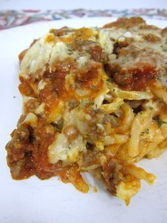 Baked Cream Cheese Spaghetti Casserole - the BEST baked spaghetti recipe! Spaghetti, garlic & cream cheese topped with a meat sauce and cheese. Casserole Recipes, Pasta Recipes, Beef Recipes, Dinner Recipes, Cooking Recipes, Cooking Tips, Sausage Recipes, Think Food, I Love Food