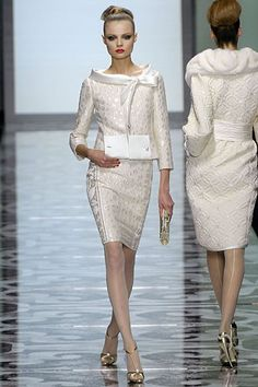 lady suit - valentino couture Me me me me me . Couture Fashion, Runway Fashion, High Fashion, Fashion Show, Womens Fashion, Fashion Design, Vestidos Fashion, Dress Vestidos, Fashion Dresses
