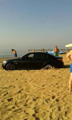 Veneto: #Bevono troppo e #sbagliano strada: finiscono con l'automobile in mezzo alla spiaggia (link: http://ift.tt/2bAydlv )