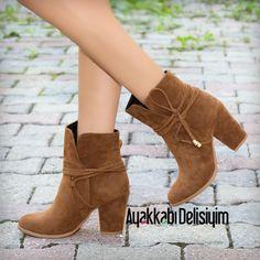 Süet Taba Bot modelleri Ayakkabı Delisiyim'de yerini aldı. #brown #booties #shoes