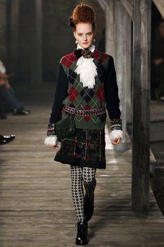Chanel - Pre-Fall 2013 2014 - Shows - Vogue. Paris Fashion, Runway Fashion, High Fashion, Fashion Show, Autumn Fashion, Fashion Design, Baroque Fashion, Poppy Delevingne, The Cardigans