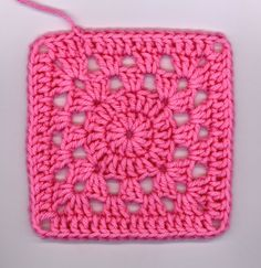 I crocheted another squircle this morning before work and then decided to add a solid round. I like this one better (I think). Granny Square Crochet Pattern, Crochet Blocks, Afghan Crochet Patterns, Crochet Squares, Crochet Motif, Crochet Stitches, Granny Squares, Crochet Granny Square Beginner, Crochet Basics