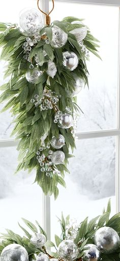 Door spray with ornaments and crystal details Christmas Garden Decorations, White Christmas Ornaments, Christmas Swags, Silver Christmas, Christmas Centerpieces, Green Christmas, Outdoor Christmas, Holiday Wreaths, Rustic Christmas