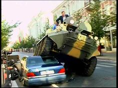 Prefeito usa tanque em carro na ciclovia - mercado - curiosidades - Jornal do Carro