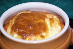 Un soufflé avec du fromage Quiche Lorraine, Cornbread, Cooking, Ethnic Recipes, Souffle, Food, Cooker Recipes, World Cuisine, Millet Bread