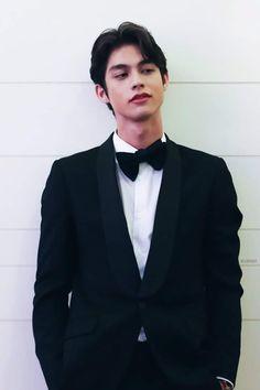 Pretty Boys, Cute Boys, Bright Wallpaper, Boyfriend Photos, Bright Pictures, Cute Actors, Chinese American, Asian Actors, Handsome Boys