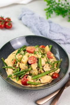 Catering Food, Eat Smart, Lchf, Pasta Salad, Thai Red Curry, Green Beans, Keto Recipes, Chicken, Meat