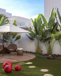 Tropical Backyard Ideas: Beautifully Refreshing Decors to Copy – front yard design modern Tropical Landscaping, Garden Design, Front Yard Landscaping Design, Small Backyard, Exterior Design, Modern Front Yard, Backyard Landscaping Designs