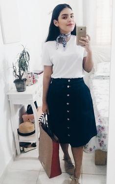 Virtuosas com Estilo: 22 Looks estilosos com Camiseta Branca e saias...    How to style white t-shirt and midi skirts.     #modaevangelica #modest #virtuosascomestilo