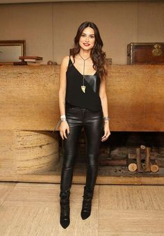 8 looks com calça de couro pra balada calça disco preta, regata preta, looks Fast Fashion, Look Fashion, Fashion Outfits, Womens Fashion, Looks Style, Casual Looks, Leather Pants Outfit, Casual Outfits, Cute Outfits