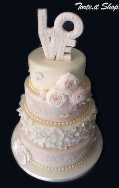Wedding Cake  Keywords: #weddingcakes #jevelweddingplanning Follow Us: www.jevelweddingplanning.com  www.facebook.com/jevelweddingplanning/