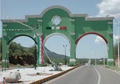 La puerta  de la ciudad de los arcos