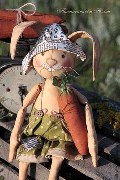 Лукас. - коричневый,заяц,кофейная игрушка,подарок,морковь,хлопок,американский хлопок