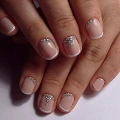Pretty French Tip Design for Short Nails