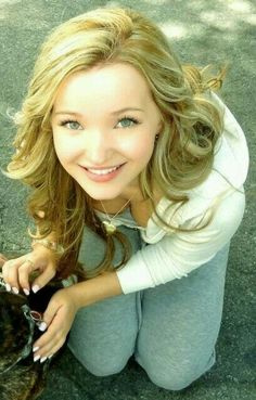 Sweet blonde teen, kneeling and smiling up at the camera. Dove Cameron Bikini, Dov Cameron, Photographie Portrait Inspiration, Le Jolie, Supergirl, Batgirl, Woman Crush, Belle Photo, Pretty Face