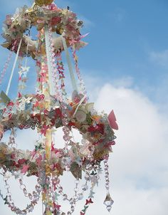 What more could you want in spring party decor? Top of the Maypole for Beltane. Butterfly Party, Butterfly Wedding, Butterfly Mobile, Beltane, May Days, Festa Party, Deco Floral, Idee Diy, Spring Party