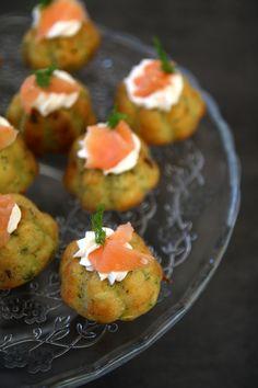 Muffin salati alle zucchine con ricotta e salmone