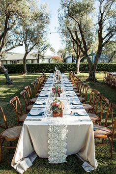 #tablescapes, #table-runners, #outdoor-dinner-party  Photography: Elle Jae - ellejae.com/  Read More: http://www.stylemepretty.com/2014/06/27/colorful-vineyard-celebration-in-california/