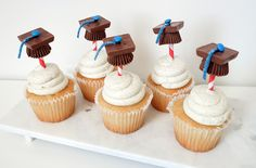 DIY Graduation Party Cupcake Toppers | Style Stories