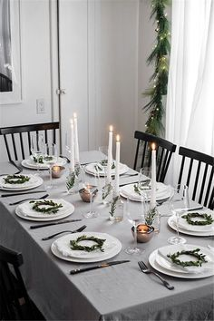 Modern Christmas Table - Homey Oh My Simple Christmas table decor Christmas Party Table, Christmas Dining Table, Christmas Table Settings, Christmas Tablescapes, Christmas Table Decorations, Holiday Tables, Decoration Table, Table Centerpieces, Christmas Candles