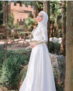 Modest Fashion Hijab, Abaya Fashion, Muslim Fashion, Muslim Wedding Dresses, Weeding Dress, Dream Dress, Pretty Outfits, Marie, Ball Gowns