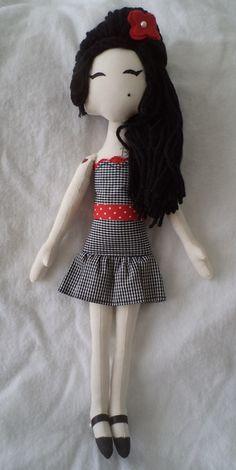 Boneca Amy Winehouse Amy Winehouse, Freddie Mecury, Living Dead Dolls, Sewing Toys, Baby Store, Fairy Dolls, Felt Dolls, Bobble Head, Stuffed Toys Patterns