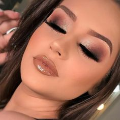 46 Stunning Makeup Ideas For Daily You Can Try Being addicted to makeup isn't necessarily a terrible thing, provided that the addiction doesn't become too overbearing for you and […] Dramatic Eye Makeup, Colorful Eye Makeup, Blue Eye Makeup, Eye Makeup Tips, Makeup For Brown Eyes, Skin Makeup, Eyeshadow Makeup, Neutral Eye Makeup, Liquid Eyeshadow